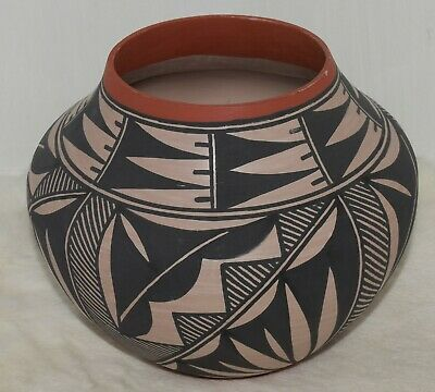 Wonderful Fine Line/traditional Design Older Hand Coiled Acoma Olla/beautiful/nr