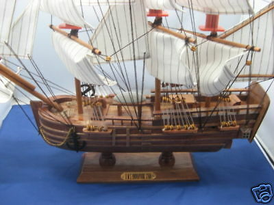 Collectable Wooden SailBoat HMS ENDEAVOUR 1768