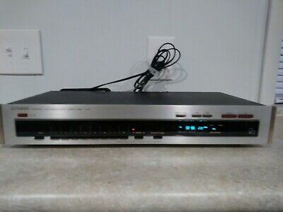 LUXMAN FREQUENCY SYNTHESIZED AM / FM STEREO TUNER T-240 Tested Works Excellent