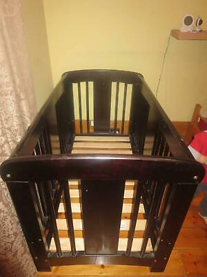 Cariboo Cot & Mattress, with Cot-Top Bassinett & Change Table