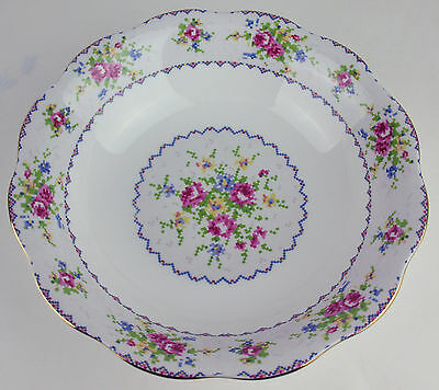 Round Serving Bowl Royal Albert Petit Point vintage bone china England