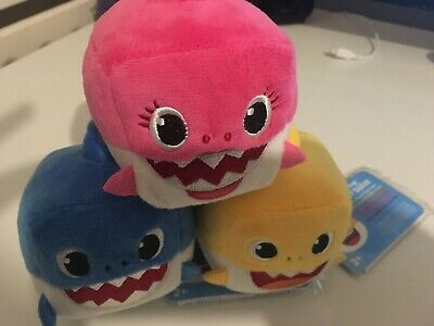 Genuine Pinkfong BABY SHARK SINGING PLUSH CUBE TOY Set Mummy Baby Daddy WowWee