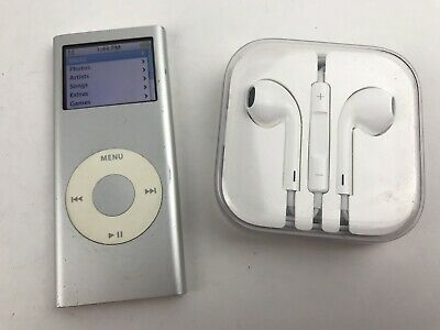 Apple iPod nano 2nd Generation Silver (2 GB) with Earbuds Bundle A1199