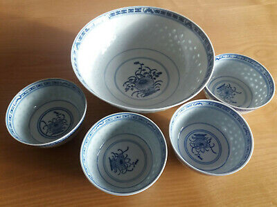 4x Chinese Porcelain Rice or Noodle Bowls with Serving Bowl - Blue & White Grain