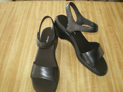 3f08e98f6a4 Womens Black Leather Sandal by Easy Spirit Size 9 NEW