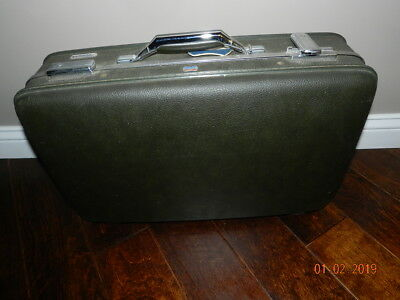 Vintage American Tourister Suitcase Luggage army green 22x14x7 inches has key