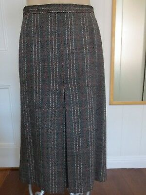Classic pure wool English-made vintage centre pleat skirt size 14 (US 10)