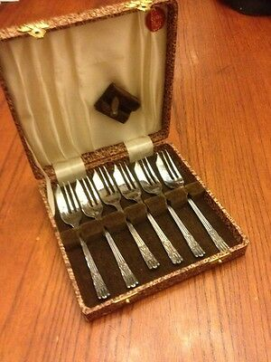 Vintage Yeoman Silver Plate EPNS set of 6 forks W/Case made in England R859116