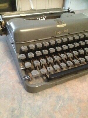 Imperial Good Companion No.3 portable typewriter.  working order. Carry case