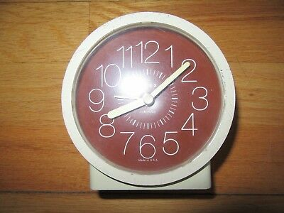 8V/Vintage Timex Wind Up Alarm Clock/Working/5601/Retro/Made In Usa!