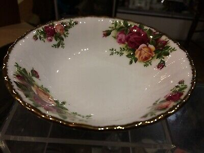 """Vintage Antique Old Country Roses Royal Albert Berry Bowl Size Is 5 1/2 x 1 1/2"""""""