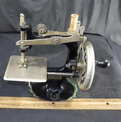 Vintage Miniature Singer Child's Cast Iron Sewing Machine !