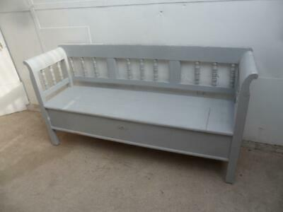 A Pretty Columned Light Grey Antique/Old Pine 3 Seater Box Settle/Bench