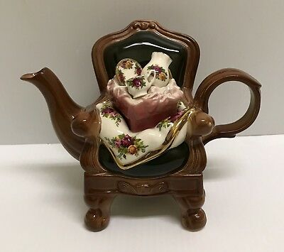 ❤❤ Rare 1996 Royal Albert Old Country Roses England Chair Earthenware Teapot ❤❤