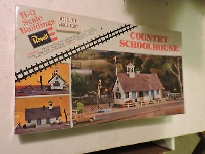 Revell Ho Scale Country School House Model Kit # H986 Parts Complete Box Sealed
