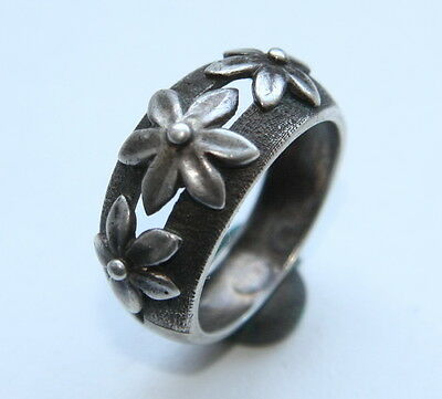 Vintage Nice Silver Finger Ring With Flowers (Size 7)