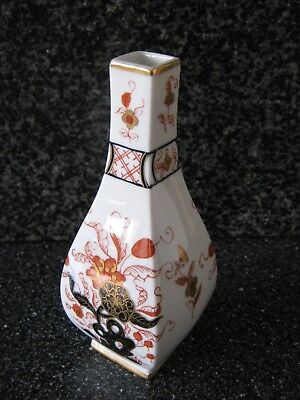 Small Hand Painted Square Neck Japanese Imari Vase by Ming Royale