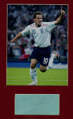 MICHAEL OWEN  signed paper +  pic & in display   UACCRD Retirement Sale
