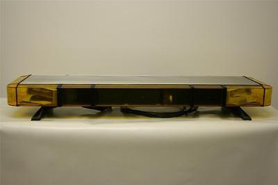 "Whelen Edge Ultra amber lightbar 44"" (110cm) with 4 corner strobes only 12V"