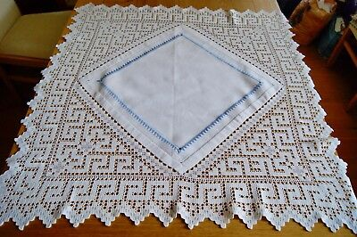 VINTAGE WHITE COTTON TABLE TOPPER SMALL TABLECLOTH Crochet Lace Embroidery #T122