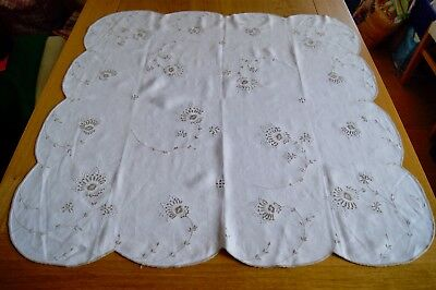 """VINTAGE WHITE COTTON TABLECLOTH TEACLOTH Ecru Embroidery 33"""" Square #T15"""