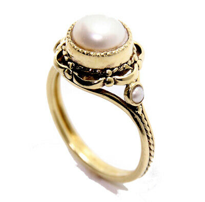 Beautiful 14K Gold vintage victorian antique design ring with real white pearls.
