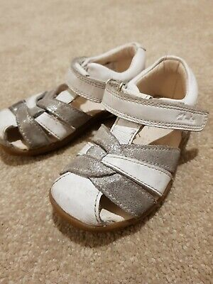 9cecfd53a0 Girls Clarks white & silver leather sandals / shoes - size 5F infant