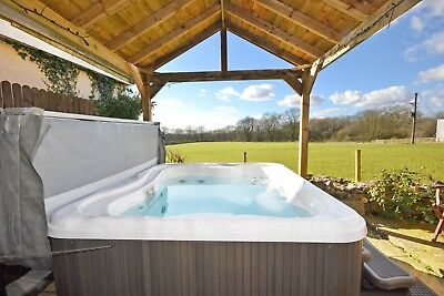WINTER Weekend Break in a Two Bed Signature Hot-Tub Lodge at Rocklands Lodges