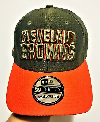 sports shoes a1c2b 4740e New Era Cleveland Browns 39THIRTY NFL 2017 Salute To Service Sideline Hat  S M