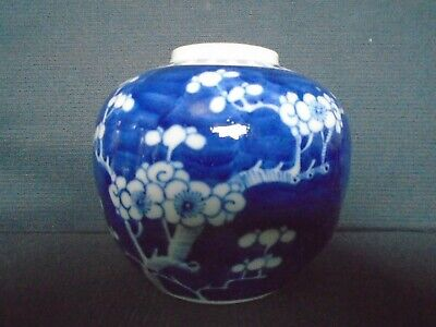 An antique Chinese porcelain b&w Ginger Jar, late 19th.century, very good cond.