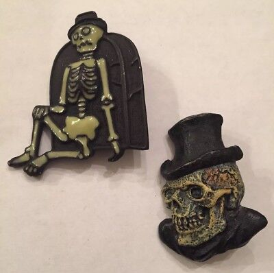Spooky Lot Of 2 Skeletons Halloween Skull Bones Brooch Pins 1- SFJ