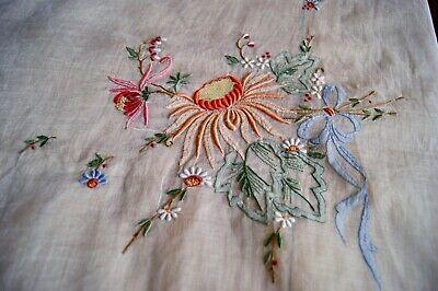 VINTAGE WHITE PINA LINEN TABLECLOTH Madeira Embroidery Applique #T110