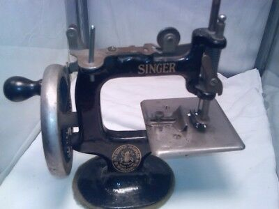 ANTIQUE Toy SINGER #20 HAND CRANK SEWING MACHINE with new Clamp
