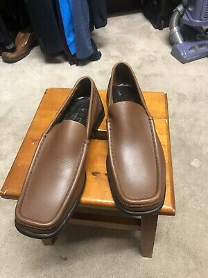 984e72104 Gucci Mens Shoes size 10D never worn Light brown preowned but never worn