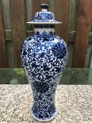 A Chinese antique blue white Vase with matching lid 18th C Qianlong no.1