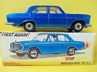 Mercedes-Benz 250 Se ~ Working Stop Lights~ Dinky Toys # 160 & Repro Box *used*