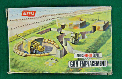 Airfix-HO-00 scale, GUN EMPLACEMENT, decade of 70s,NOT COMPLETE.