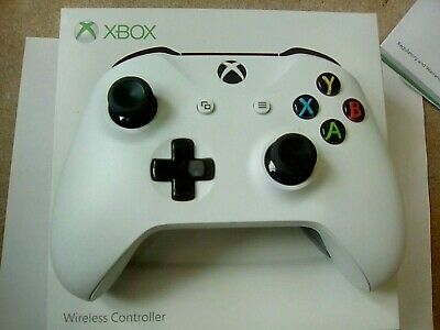 Microsoft  Xbox One 1708 Wireless Controller - White 3.5mm headphone jack