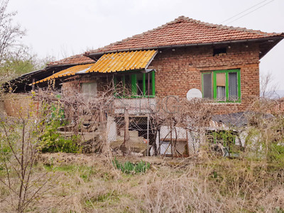 Rural 3 bedrooms house For Sale near the Yantra River and the town of Byala