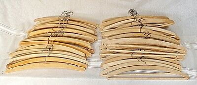 LOTE 65 PERCHAS MADERA - wooden hangers - cintres en bois