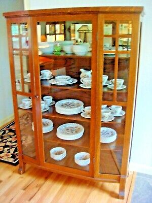 Antique Mission Oak China, Curio Cabinet- Arts and Crafts Style - Circa 1910 VGC