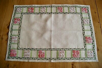 VINTAGE UNUSED NATURAL IRISH LINEN TRAYCLOTH TABLECENTRE Hand Embroidery