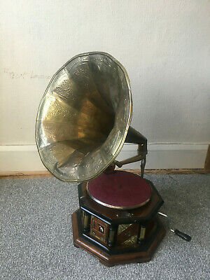His Master Voice Turntable with Horn