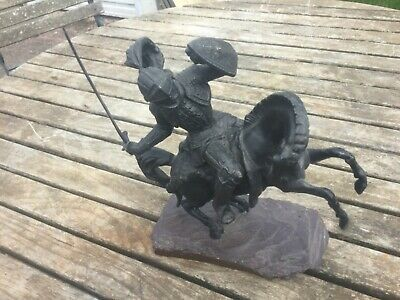 SPELTER BLACK KNIGHT IN FULL ARMOUR ON HORSE BACK SCULPTURE ON ROCK PLINTH 245mm
