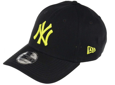 New Era League Essential 9Forty. New York Yankees. Black/Cyber Green