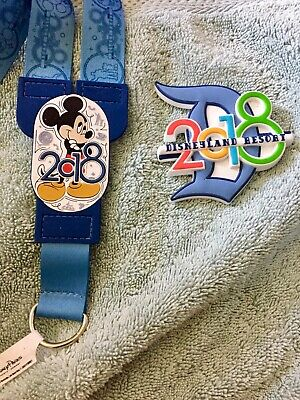 Disney Parks Disneyland 2018 Rubber Magnet & Pin Lanyard Mickey Mouse - New