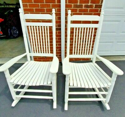 SET OF 2 ADULT WHITE WOODEN CRACKER BARREL BRAND ROCKING CHAIRS VGUC Location KY