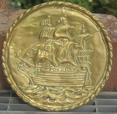 VINTAGE PRESSED BRASS WALL PLAQUE HANGING PLATE GALLEON SAILING SHIP, 16cm diam
