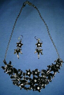 Vintage Silver Tone Flower Design Necklace And Earring Set 8 Inches Long