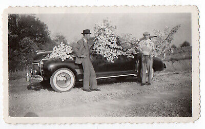 FOUND PHOTO Vintage Snapshot ca.1941 CHEVROLET Special DeLuxe Coupe VG+/Ex  (.M